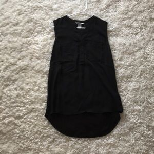 Sleeveless black button up